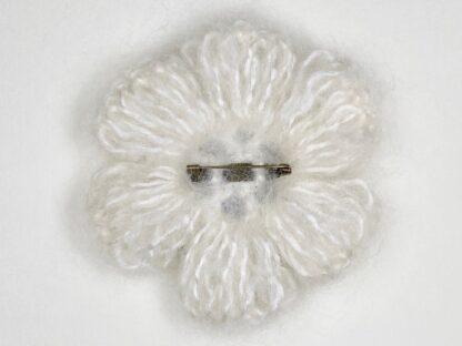 Vue arrière broche laine mohair au crochet