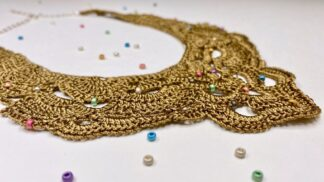 Collier plastron pointe en dentelle au crochet