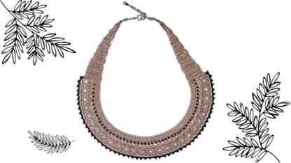 Collier ras-du-cou lanière en dentelle au crochet