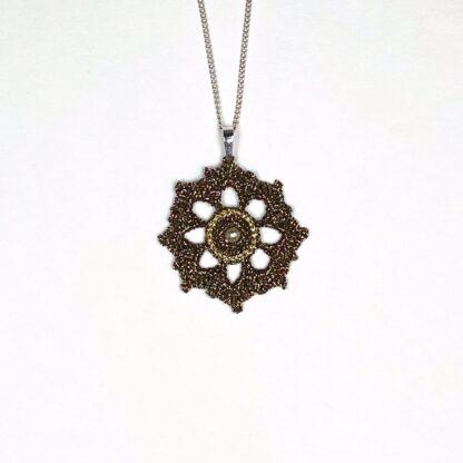 Pendentif rosace bronze dentelle au crochet