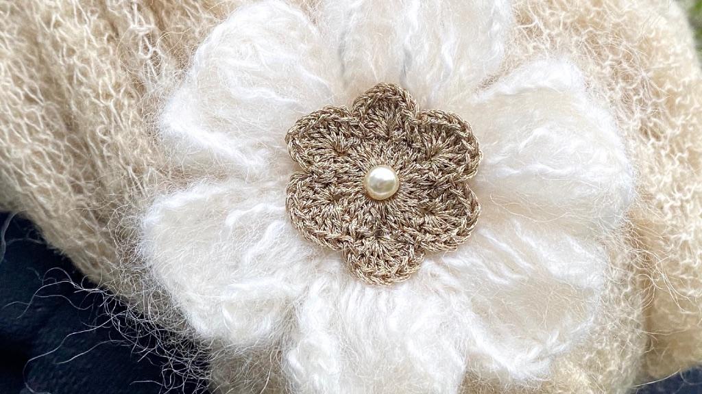 Broche fleur au crochet