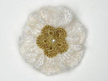 Broche fleur au crochet laine mohair or