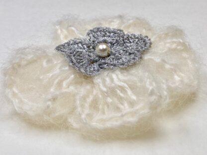 Profil broche fleur au crochet laine mohair argent