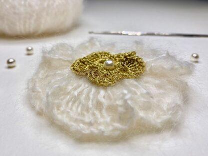 Profil broche fleur au crochet laine mohair or