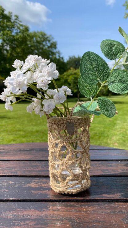 Vase à suspendre beige en dentelle au crochet