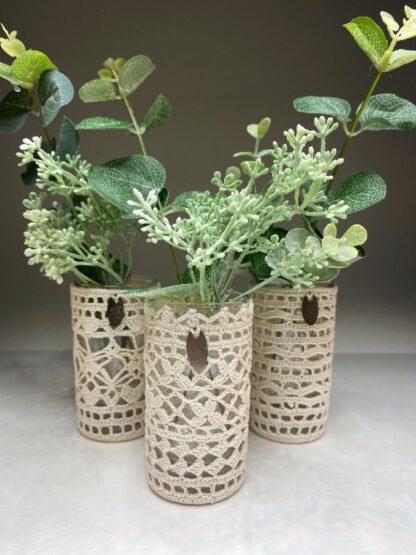 Petit vase beige dentelle au crochet