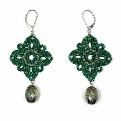 Boucles d'oreilles losange vert en dentelle au crochet