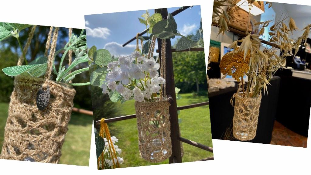 Vases beige en dentelle au crochet