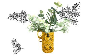 Vase à suspendre en dentelle au crochet