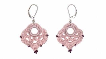 Boucles d'oreilles coeur rose en dentelle au crochet