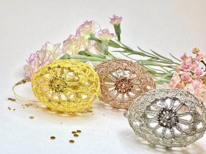 Oeufs de Pâques perlés en dentelle au crochet