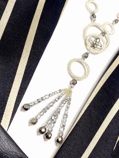 Collier sautoir au crochet or blanc